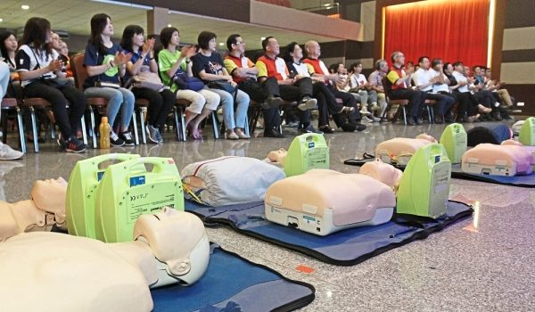 Call for AEDs in shopping centers